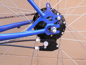 Rohloff external clickbox. The hub is torqued off against the disc brake mount. Very neat installation.