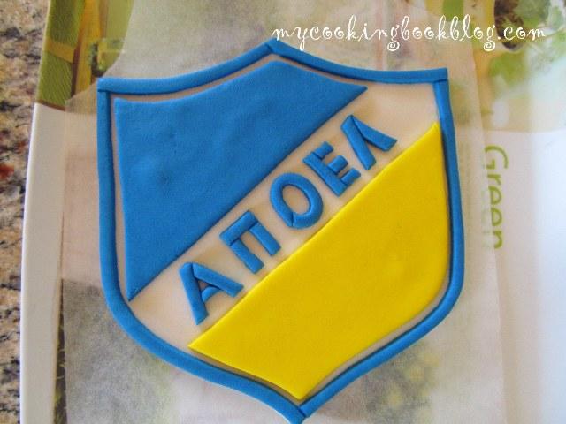 Как се прави апликация със захарно тесто - логото на ФК АПОЕЛ