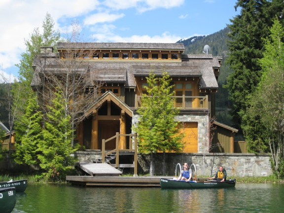 Beautiful home at the lake, Whistler