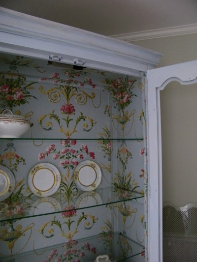Maison Decor: Fabulous Wallpapered Cabinet