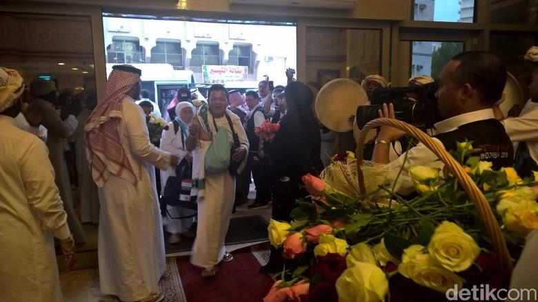 Lantunan Shalawat Sambut Kedatangan Jamaah Haji Indonesia