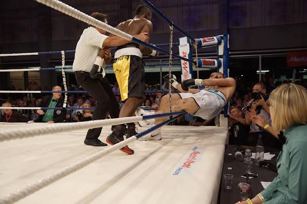 Yves Ngabu wint WBC Francophone titel boksen