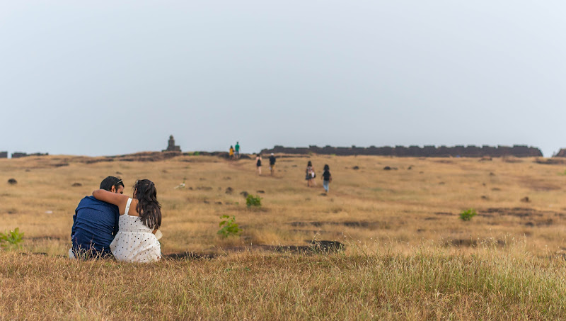 couple photos at chapora fort vagator goa