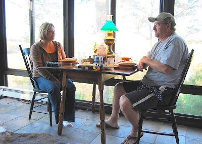 Guests breakfast on the sunporch at the Bluffhouse