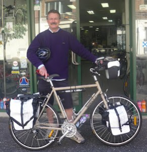 Ready to roll. Fully equipped, check out the dual extra large drink bottle holders. shane was headed for the nullarbor last time we saw him