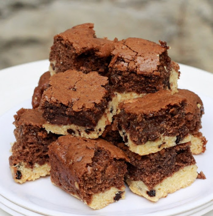 Chocolate Chip Cookie Brownies Recipe | Eggless Baking Treats | Step by step recipe | Printable recipe for brownies | How to make chocolate chip cookies and brownies | Foodomania.com