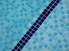 mosaico em piscinas