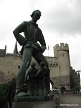 Odd Statue - Antwerp-1.JPG