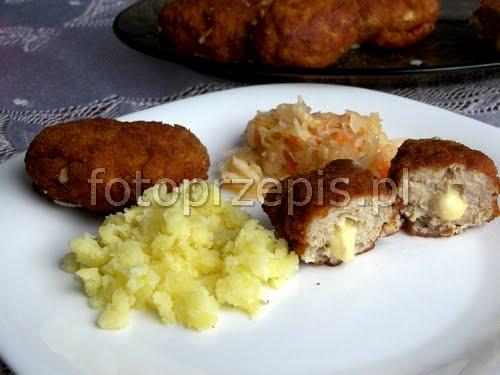 Mielone kotlety drobiowe z ryżem i zółtym serem wieprzowina smazone ryz polska obiad latwe danie glowne  przepis foto