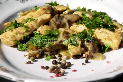 Filet z kurczaka w sosie śmietanowo grzybowym wykwintne smazone polska obiad latwe kurczak i drob danie glowne  przepis foto