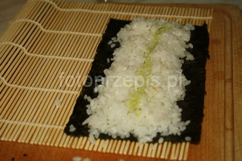 Sushi zdrowe wykwintne swiateczne srednie ryz ryby i owoce morza orientalna danie glowne  przepis foto