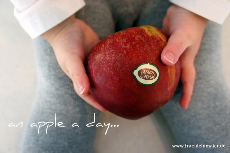 An apple a day - süßer roter Apfel