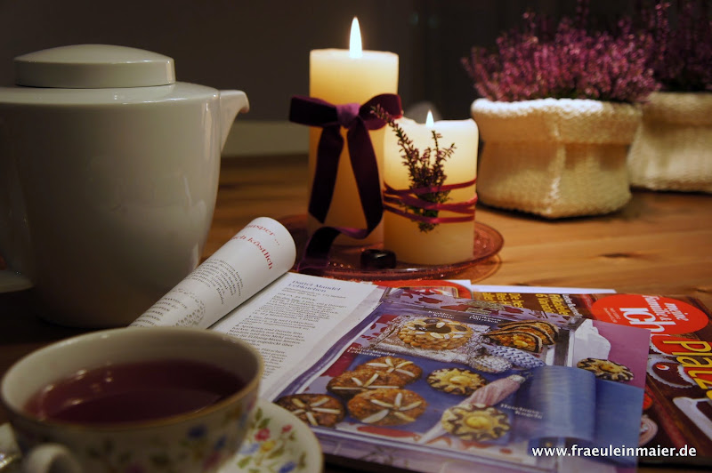 Eine gemütliche Tasse Tee bei Kerzenschein