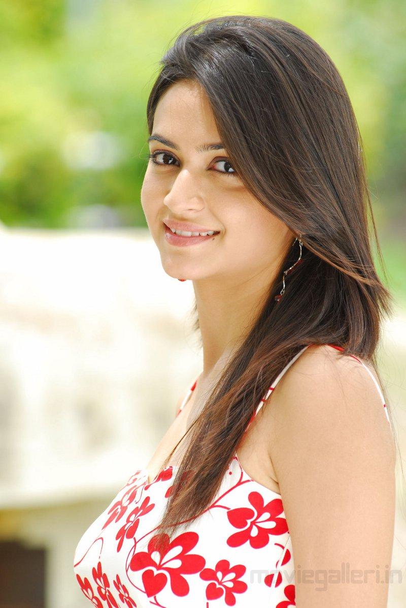 Pretty Girl Wallpapers Hd Telugu Latest News Kriti Kharbanda