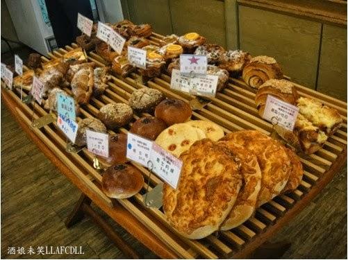 酒娘未笑: [食記] [臺中西區] 羅娃麵包(四維店)(推核桃丹麥/明太子法國麵包)