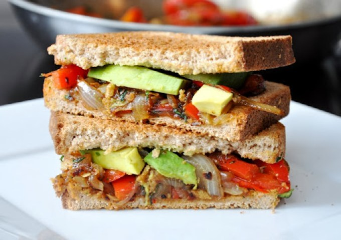 avocado   caramelized red pepper & onion sandwich 092