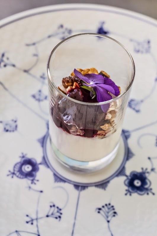 Yoghurt til brunch på Glascafeen i Ebeltoft - Mikkel Bækgaards Madblog