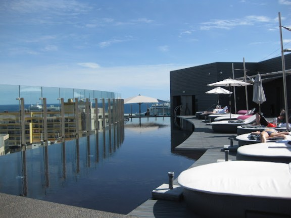 Hotel The Vine rooftop terrace with pool