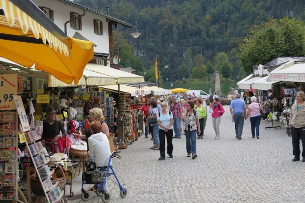 Souvenirstände gibt es in Schönau reichlich