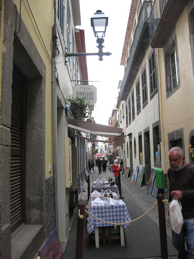 Restaurants and art exhibition in Funchal's old town