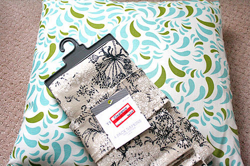The Redheaded Stepchild: Diy: No-Sew Envelope Pillow Covers (From