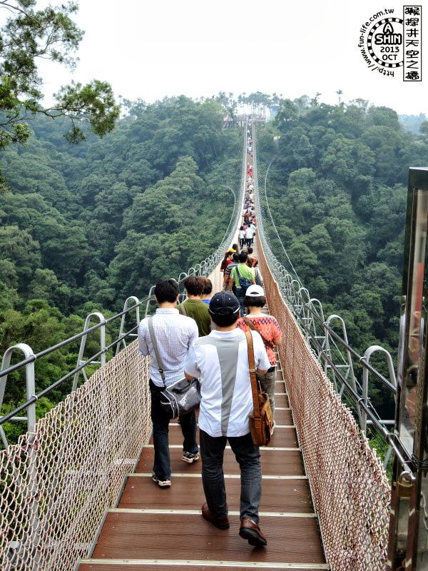 整個天空之橋上都是人,橋應該非常堅固....吧