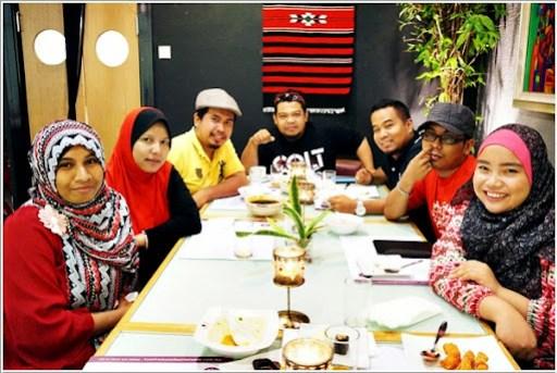 Antara blogger yang hadir ke buffet terbaik Ramadhan di Restoren On The Table