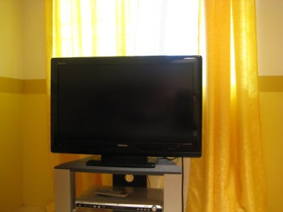 """Closer look at our 32"""" Toshiba Regza LCD TV"""