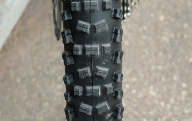 Rear tire tread