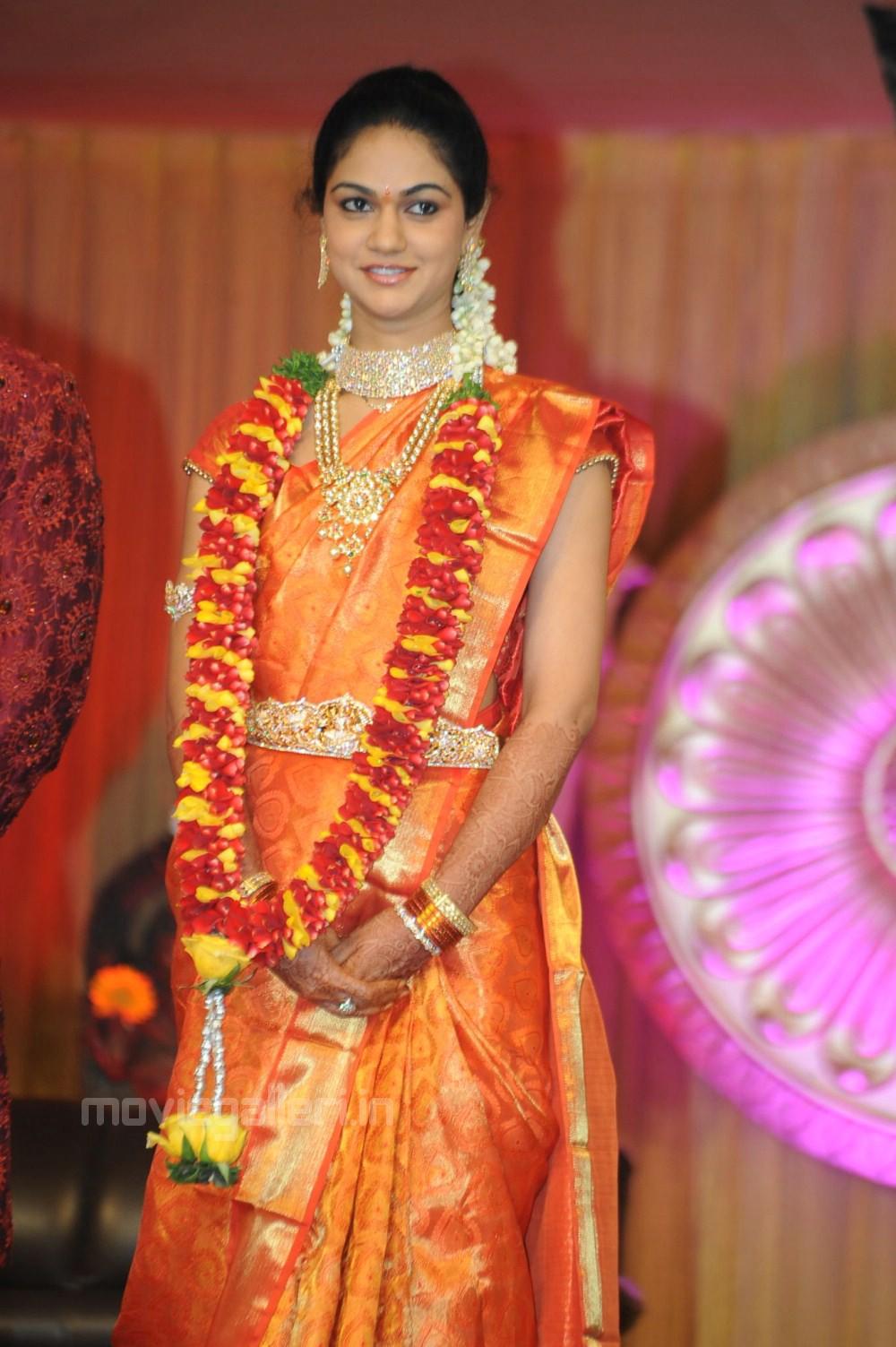 Bridal Wallpaper Hd Sneha Reddy Wedding Saree Stills In Allu Arjun Reception