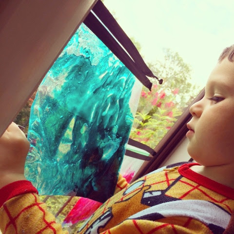 These gel sensory bags are perfect for learning and play with young kids! Adding sunlight to the experience is so fun!