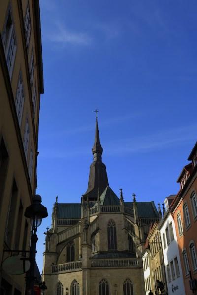 Die Marienkirche liegt direkt am Marktplatz