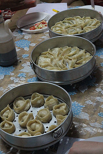 tibetan momos, cooking class tibetan food, tibetan cuisine, dharamsala food