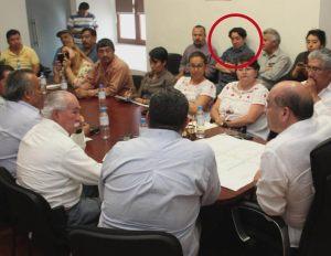 Comerciantes del mercado 20 de noviembre , entre ello el señor Ricardo Leyva (en el círculo rojo) participan en las reuniones informativas sobre la obra de remodelación de dicho centro comercial