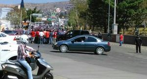 Bloquean taxistas de la CTM monumento a la madre