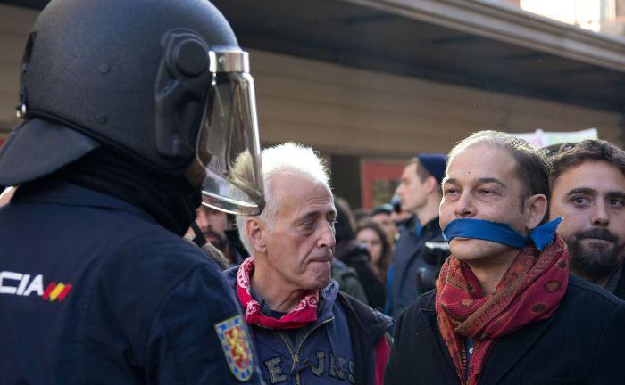 Manifestación_contra_la_Ley_Mordaza_en_Madrid_20-12-2014_-_06 (2)