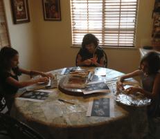 homeschoolingmompictureoftableandkids