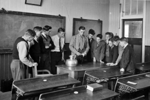 Queensland_State_Archives_2854_Science_class_at_Nambour_State_Rural_School_1946