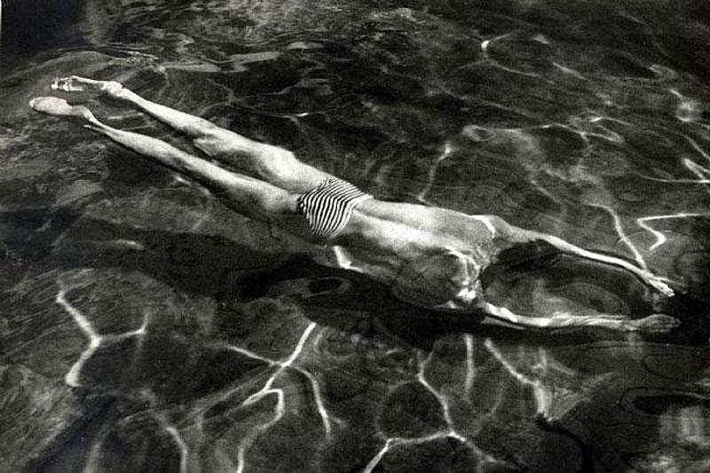 Underwater Swimmer Esztergom, 1917 / blog.ricecracker.net
