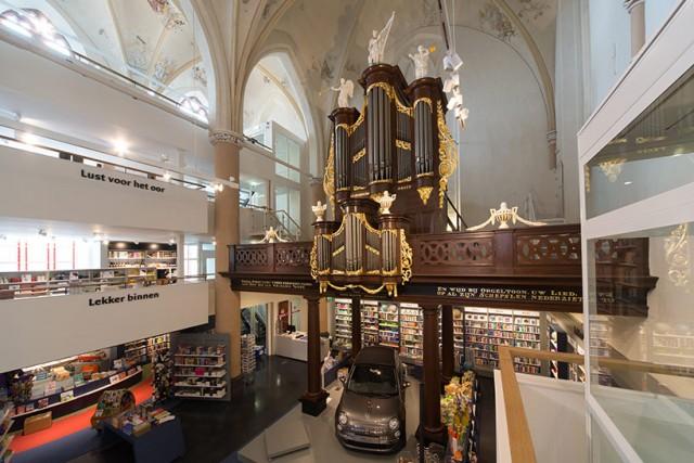 004.Church-Transformed-into-Bookstore