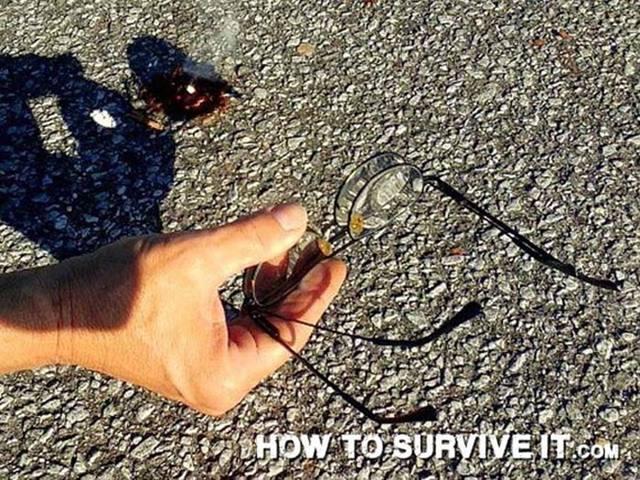Cara membuat api darurat dengan kaca mata.