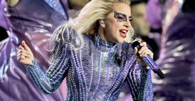Lady Gaga deslumbra Super Bowl