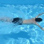 ¿En qué nos ayuda hacer natación?