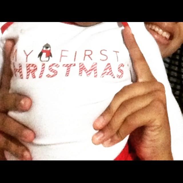 Familie ist A llerliebst, atemberaubend, achtsam, anstrengend, antreibend, aufreibend, ansteckend, anfeuernd, aufwendig, aufrichtig, aufrüttelnd, ausschüttelnd, ausschweifend, aufheiternd, ausreichend, aufregend, andauernd verzaubernd,...ALLES!  Mein erstes Weihnachten als Mama!! Ich kann es noch kaum fassen! Mein Alles! #ImLiebestaumel!  Ich wünsche Euch und Euren Liebsten noch eine schöne Weihnachtszeit, warme Herzen, Besinnlichkeit und einen guten Ausklang für das Jahr 2015!  Liebste Grüße aus #Basseterre, #St.Kitts, Minou