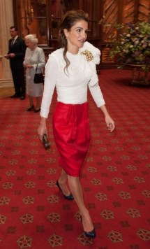 Queen Rania of Jordan arrives for a lunch hosted by Britain's Queen Elizabeth to mark her Diamond Jubilee at Windsor Castle, in Windsor in southern England May 18, 2012. REUTERS/Dominic Lipinski/Pool (BRITAIN - Tags: ENTERTAINMENT POLITICS SOCIETY ROYALS)