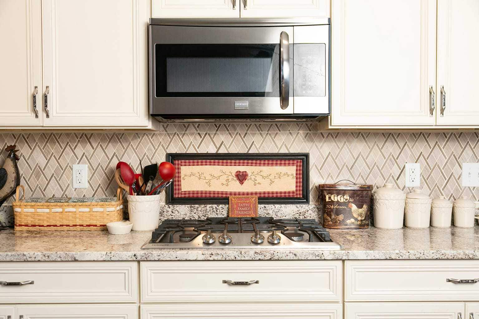 Kitchen Backsplash Ideas With White Cabinets Kitchen Tile Backsplash Ideas That Are Easy And Inexpensive