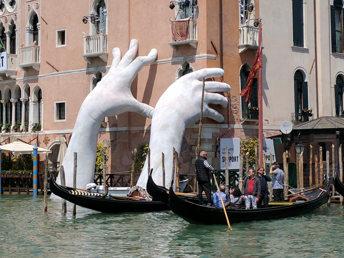 Venice Venedig Venice Two Giants Hands Support The City Against Climate Change