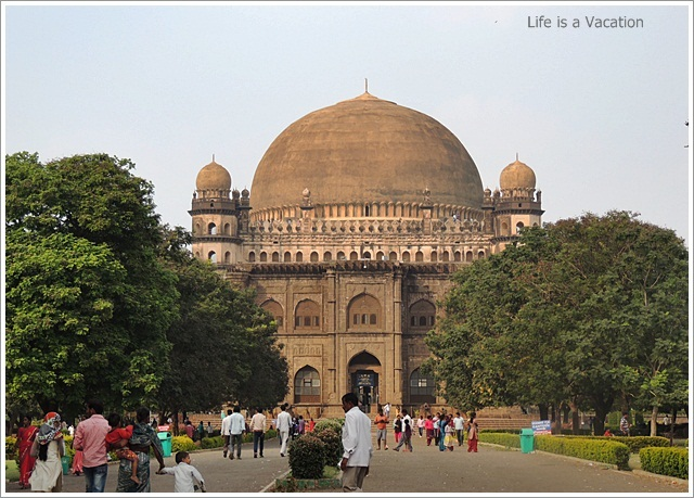 Bijapur Sightseeing-GolGumbaaz-Entrance
