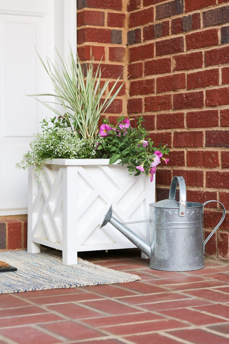 Simple And Easy Small Front Porch Decorating Ideas Of 2020