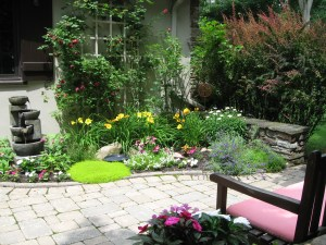 Photo of the courtyard garden at CastleView 3D's world headquarters in Rochester, NY
